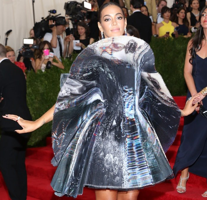Solange-Knowles-in-Giles-Dressmet-gala-2015