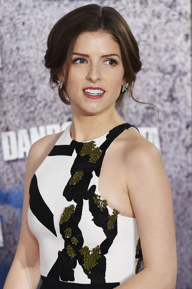 anna-kendrick-in-narciso-rodriguez-pitch-perfect-2-Photocall-spain