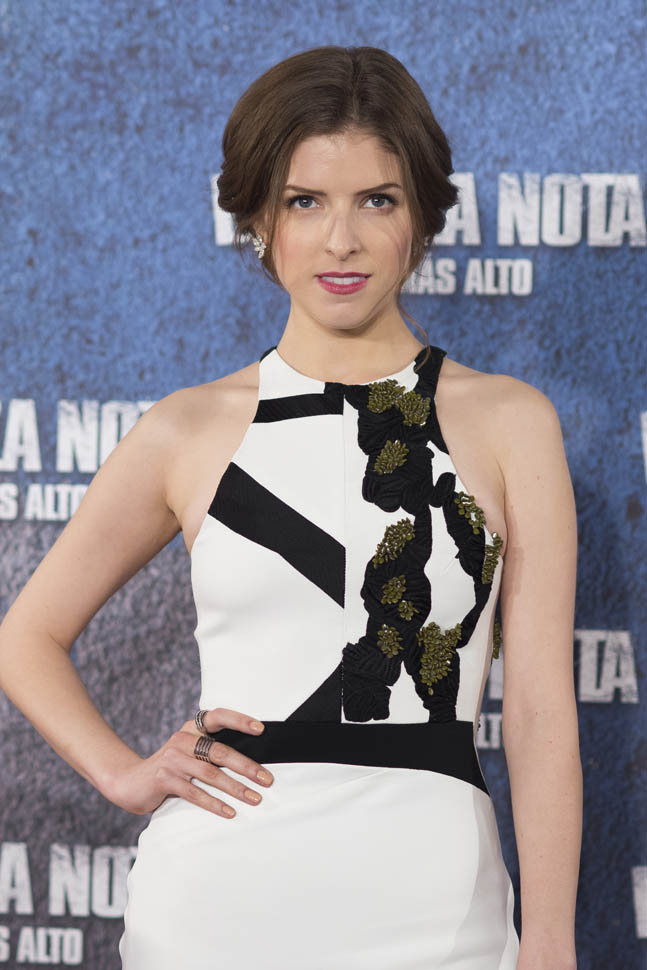 anna-kendrick-in-narciso-rodriguez-pitch-perfect-2-Photocall-spain width=