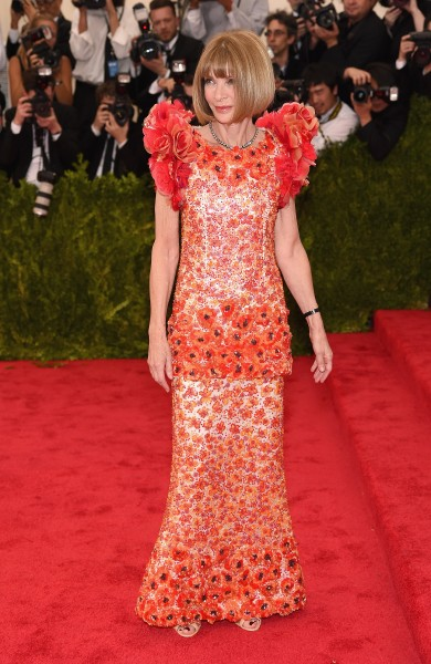 Anna-Wintour-in-Chanel-Couture-at-the-2015-MET-Gala