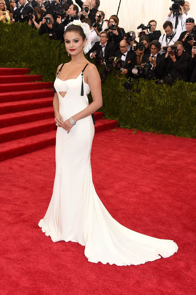selena-gomez-in-vera-wang-at-the-2015-met-gala