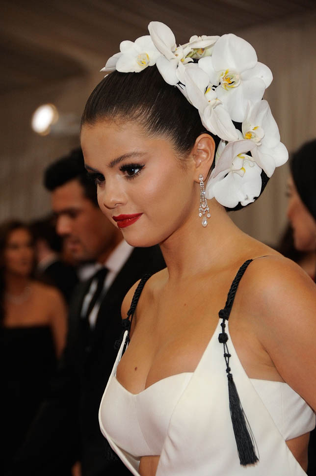 """ Selena-Gomez-in-Vera-Wang-at-the-2015-Met-Gala"