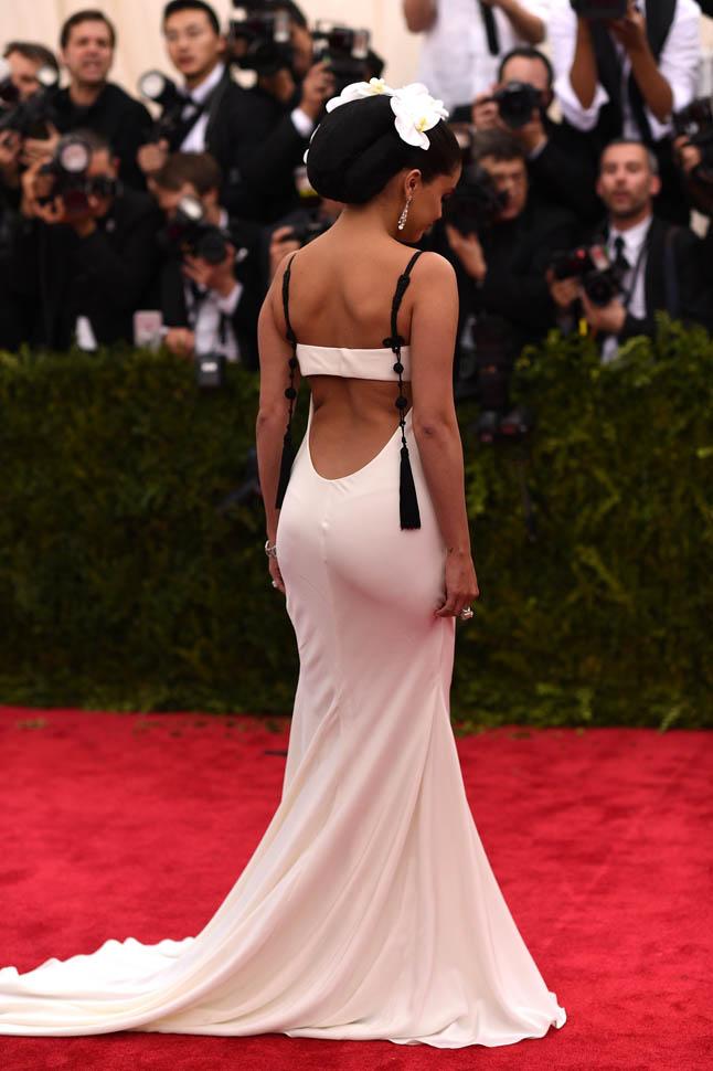 Selena-Gomez-in-Vera-Wang-at-the-2015-Met-Gala