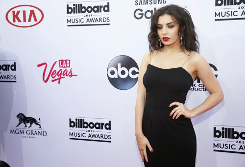 charli-xcx-2015-billboard-music-awards-in-vegas_4