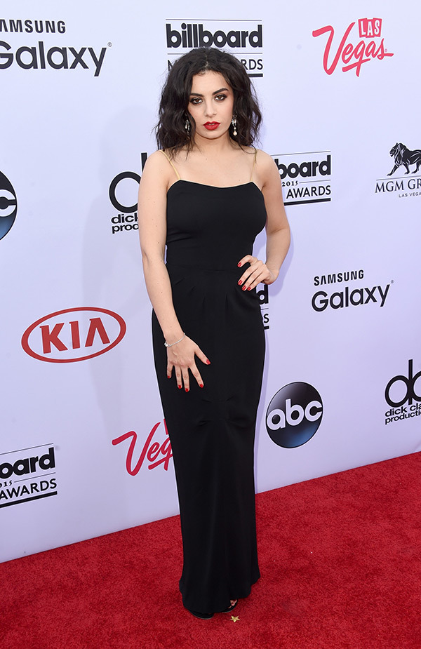 charli-xcx-billboard-muisc-awards-2015