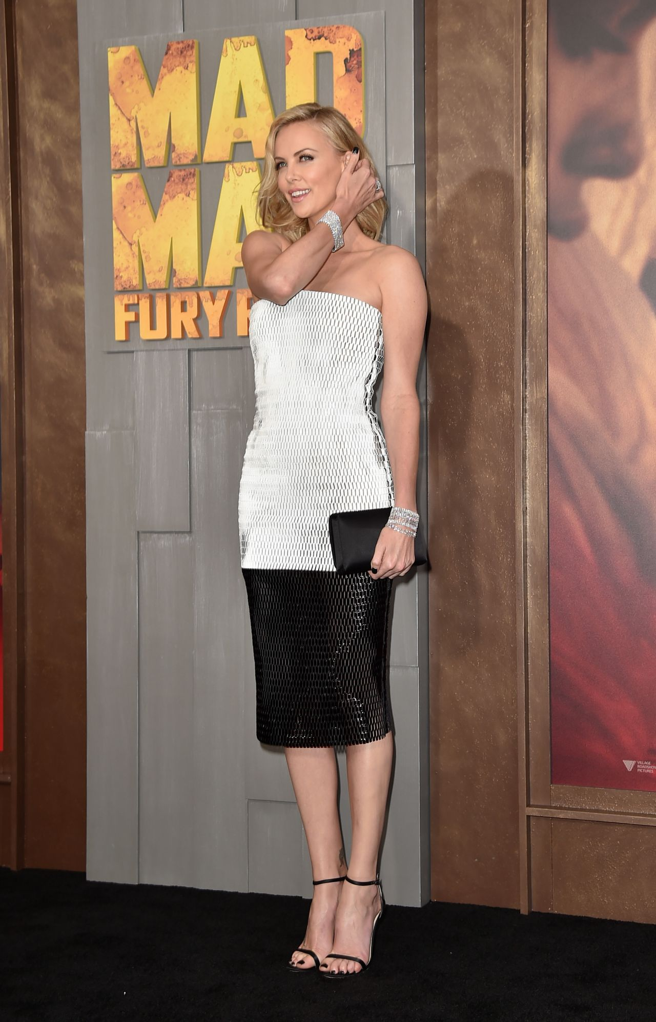 charlize-theron-mad-max-fury-road-premiere-in-hollywood_3