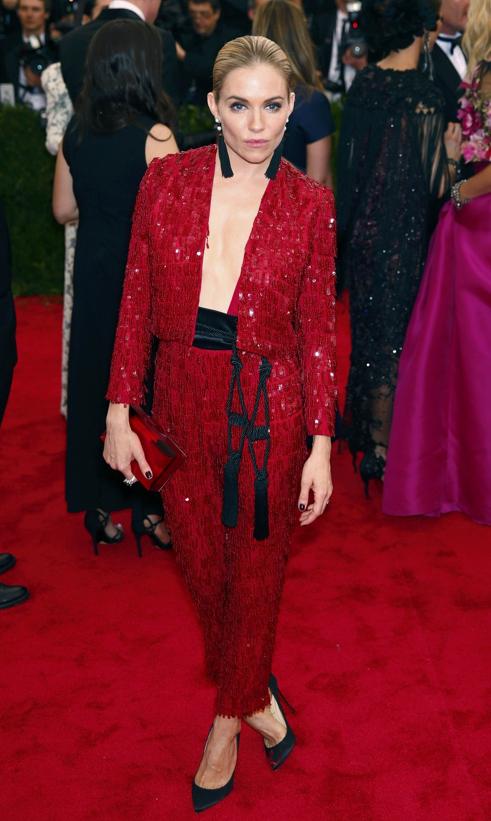 Sienna-Miller-in-Thakoon-at-the-2015-Met-Gala