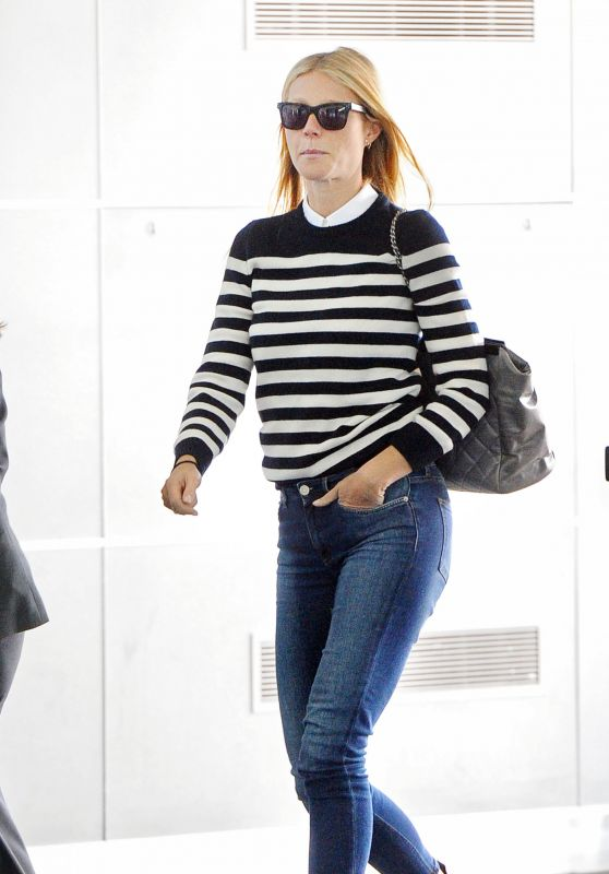 gwyneth-paltrow-arriving-at-jfk-airport-in-new-york-april-2015_1_thumbnail