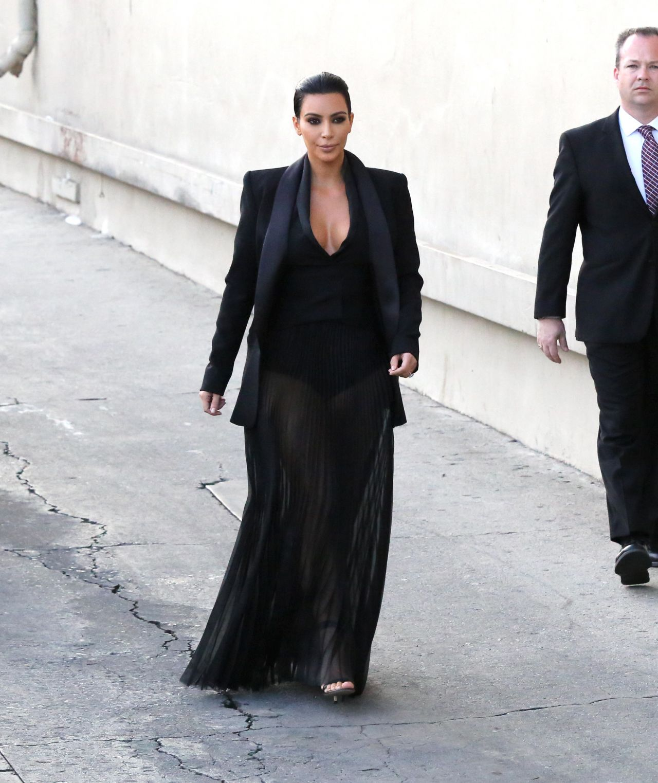 Kim-Kardashian-in-Balmain-Jimmy-Kimmel Live-Show