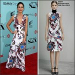 Lizzy Caplan  in  Mary Katrantzou at the 'Masters of Sex' LA Screening