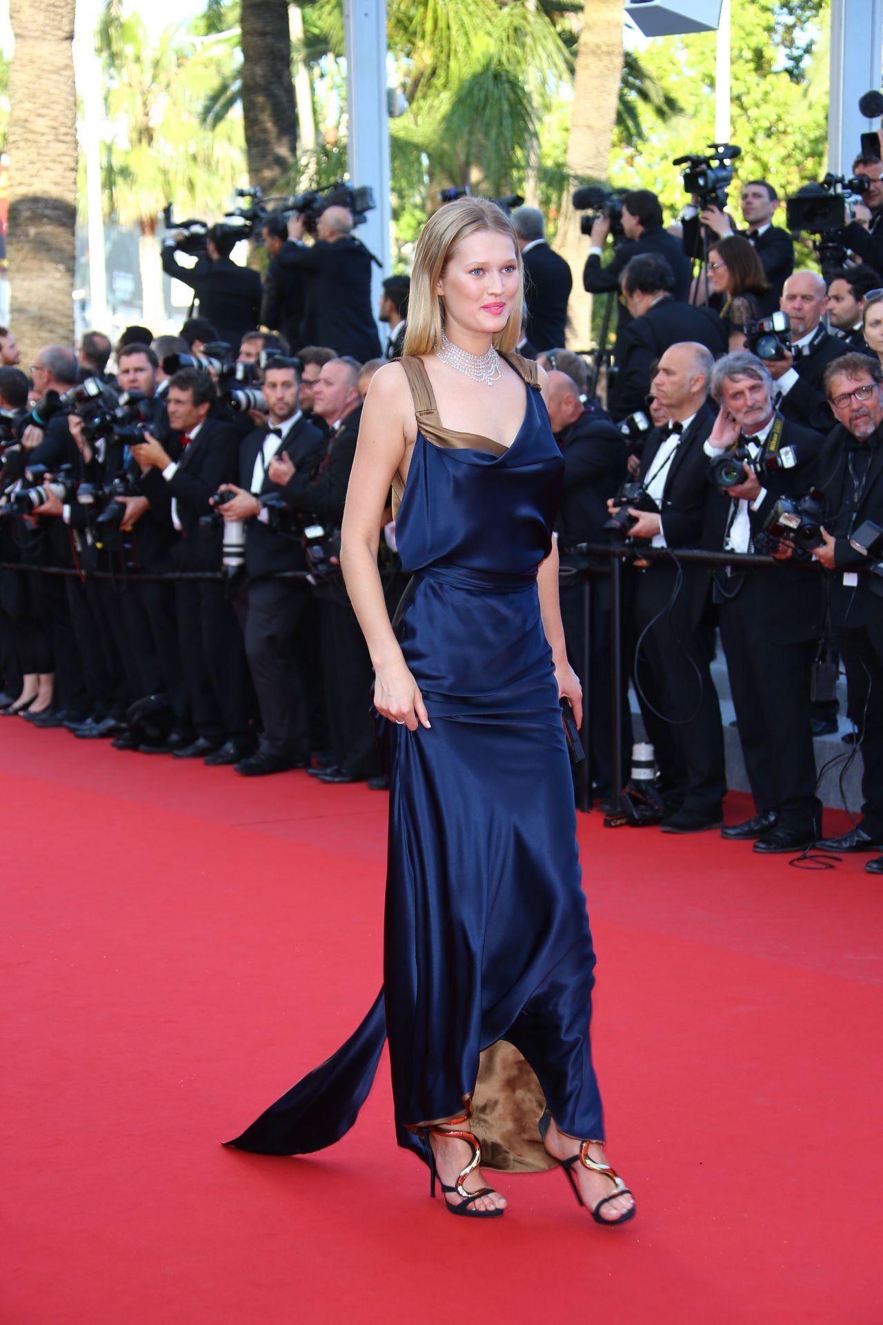 toni-garrn-carol-premiere-2015-cannes-film-festival_15