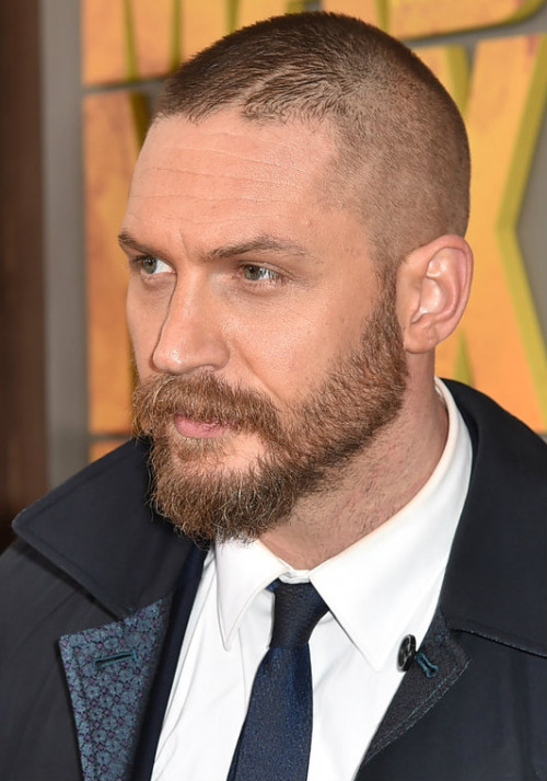 Tom-Hardy-In-Alexander-McQueen-at-the-Mad-Max-Fury-Road-LA-Premiere