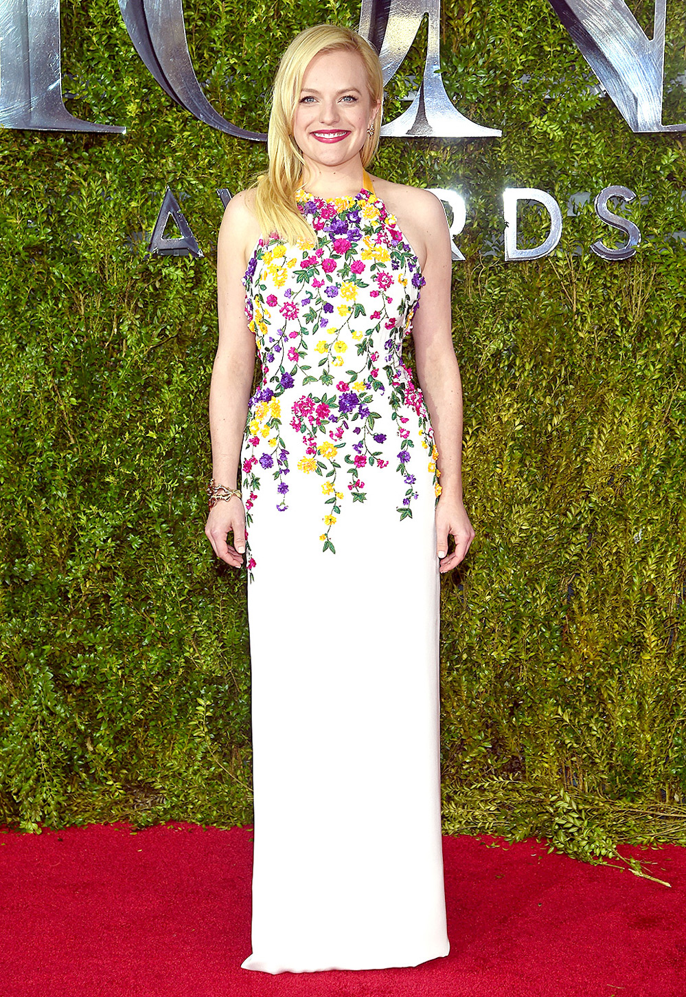 Elisabeth -Moss- in- Oscar -de la Renta -at -the- 2015 -Tony- Awards