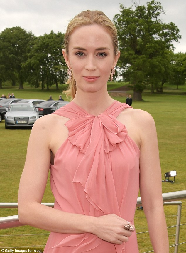 emily-blunt-in-jenny-packham-audi-polo-challenge