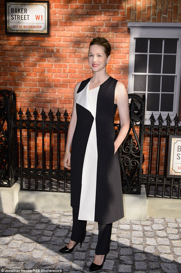 laura-linney-in-narciso-rodriquez-at-the-mr-holmes-london-premiere