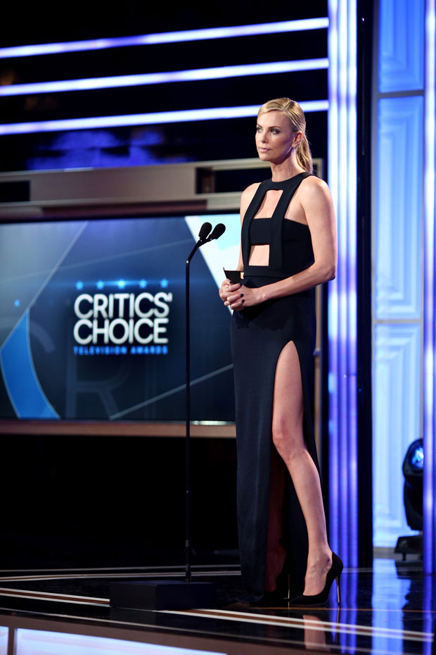 charlize-theron-in-cushnie-et-ochs-2015-critics-choice-television-awards