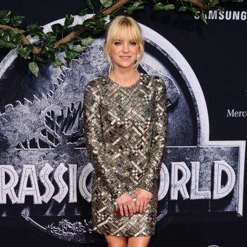 Anna-Faris-Jurassic-World-Premiere-02-662×1047