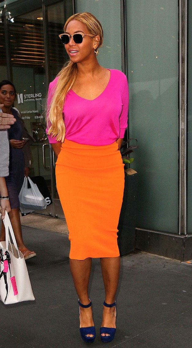 Beyonces-New-York-City-Pink-Sweater-Orange-Pencil-Skirt-Prada-Purple-Suede-Platform-Sandals-Aurélie-Bidermann-Cashmere-Aqua-Marina-Earrings-and-Ray-Ban-Clubmaster-Wood-Sunglasses-