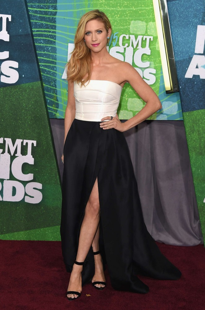 Brittany-Snow--2015-CMT-Music-Awards--09-662x1002