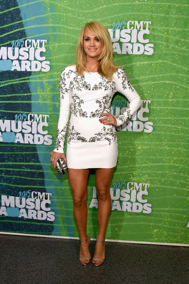 Carrie-Underwood--2015-CMT-Music-Awards--