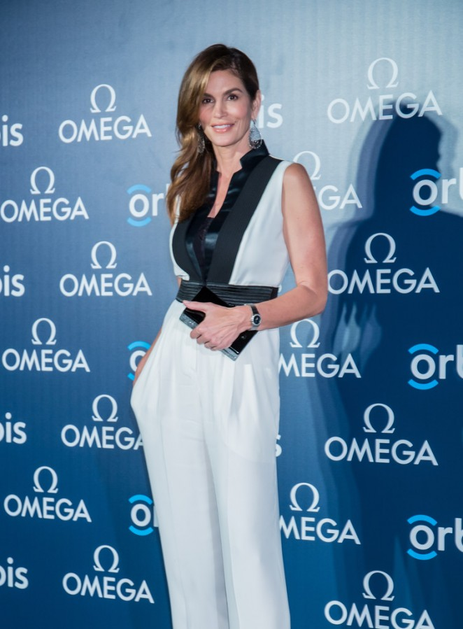 Cindy-Crawford_-The-Hospital-in-The-Sky-Asian-Premiere-Presented-by-omega
