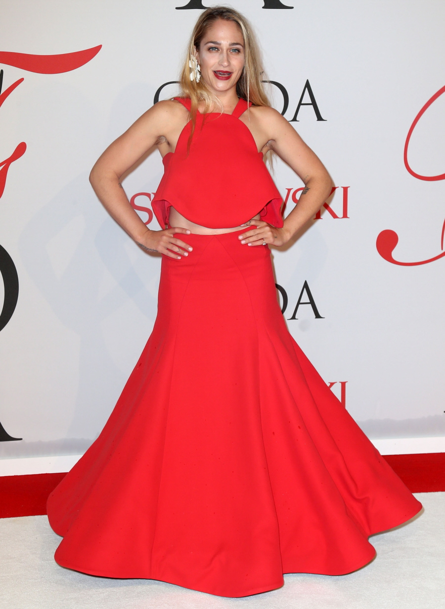 jemima-kirke-in-rosie-assoulin-at-the-2015-cfda-fashion-awards