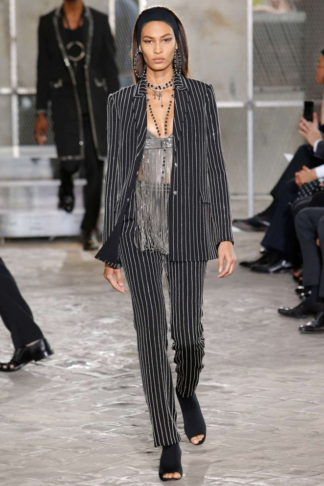 Joan-Smalls-Givenchy-2016-Fashion-Show-01-662×992