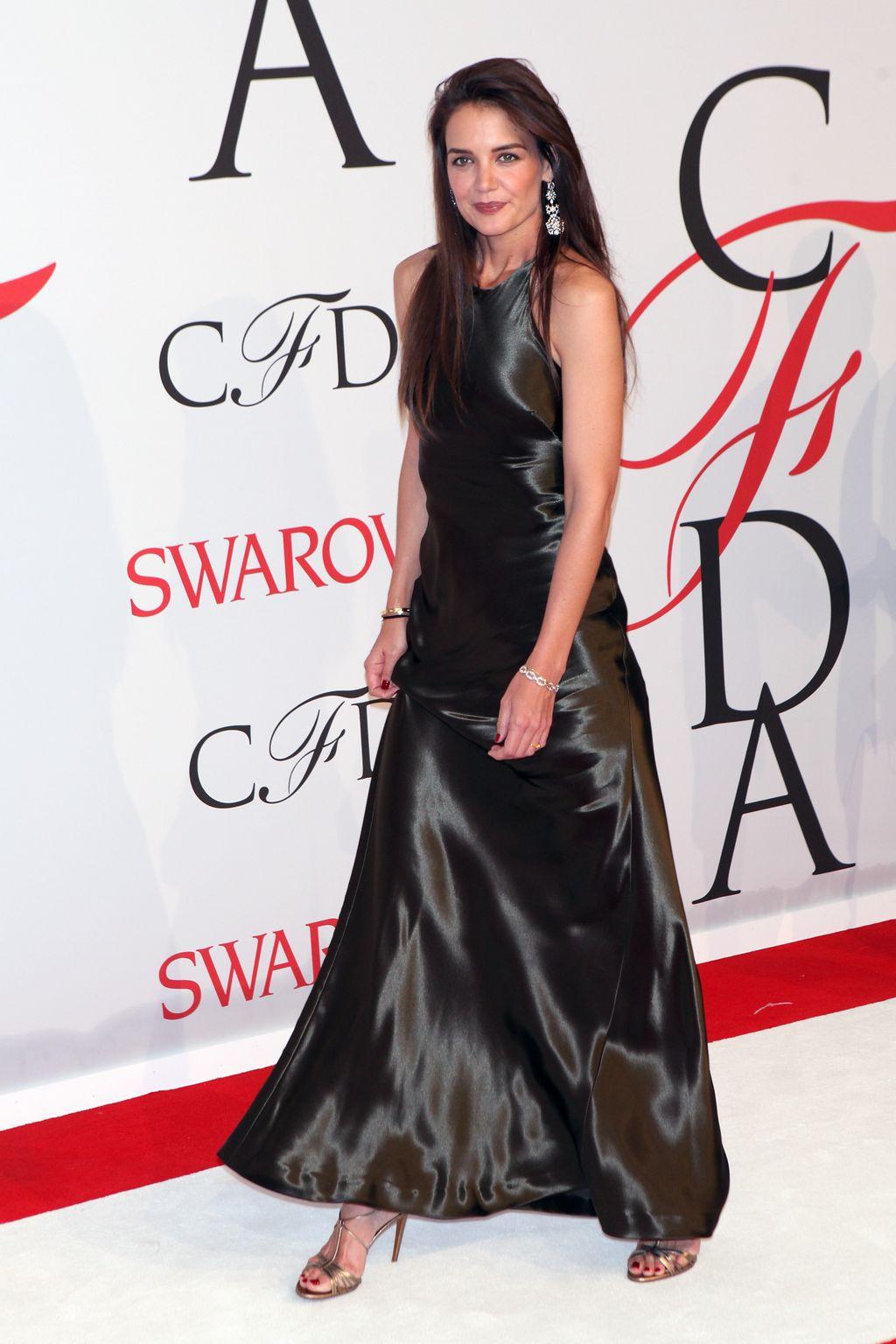 katie-holmes-in-ralph-lauren-at-2015-cfda-fashion-awards