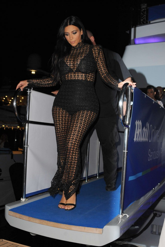 kim-kardashian-in-laquan-smith-dailymail-yacht-party-in-cannes