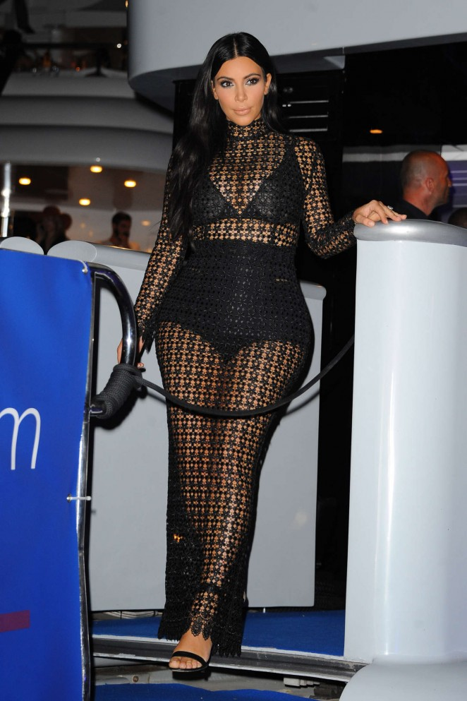 Kim-Kardashian--DailyMail-Yacht-Party--