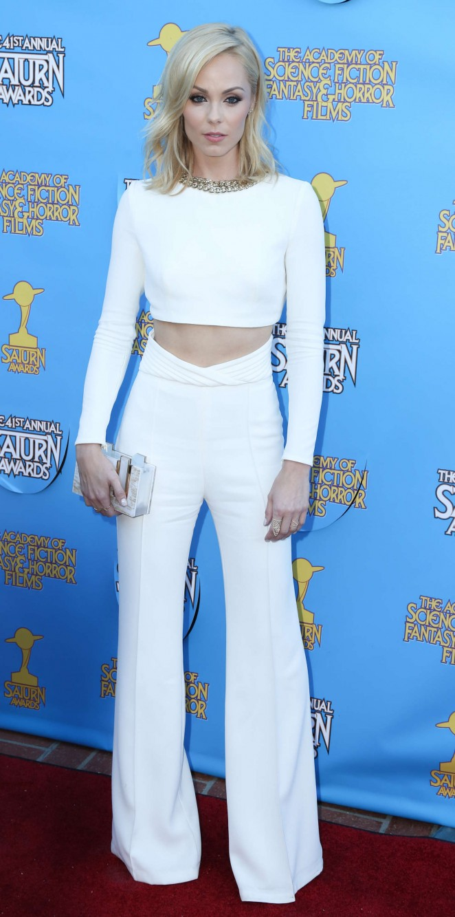 laura-vandervoort-in-elisabetta-franchi-41st-annual-saturn-awards