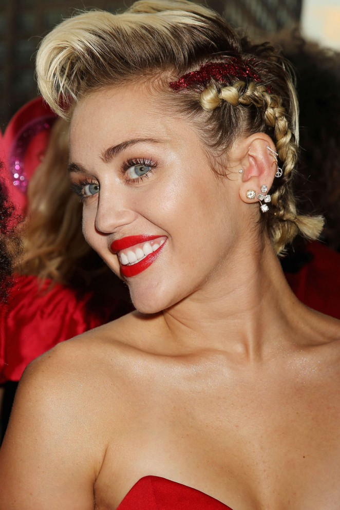 Miley-Cyrus--2015-amfAR-Inspiration-Gala
