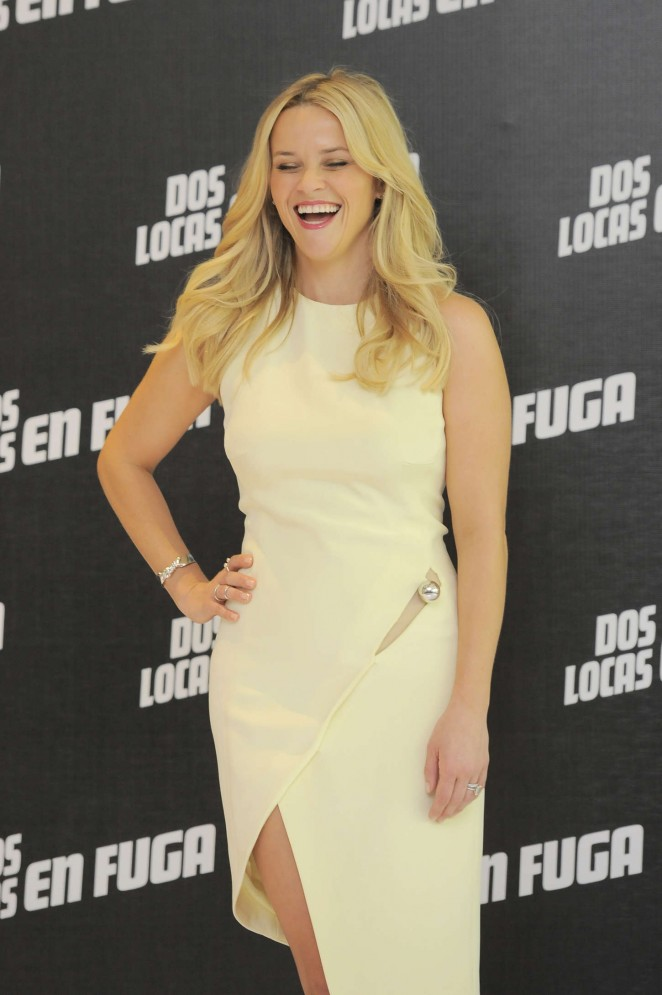 Reese-Witherspoon-in-MUGLER-Hot-Pursuit-Photocall-