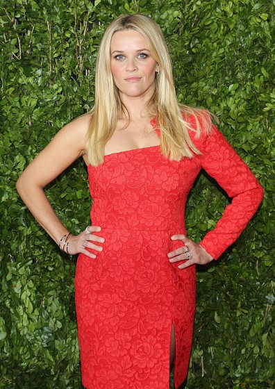 Reese-Witherspoon-red-lace-dress-Hot-Pursuit-Mexico-City-Premiere-396x560