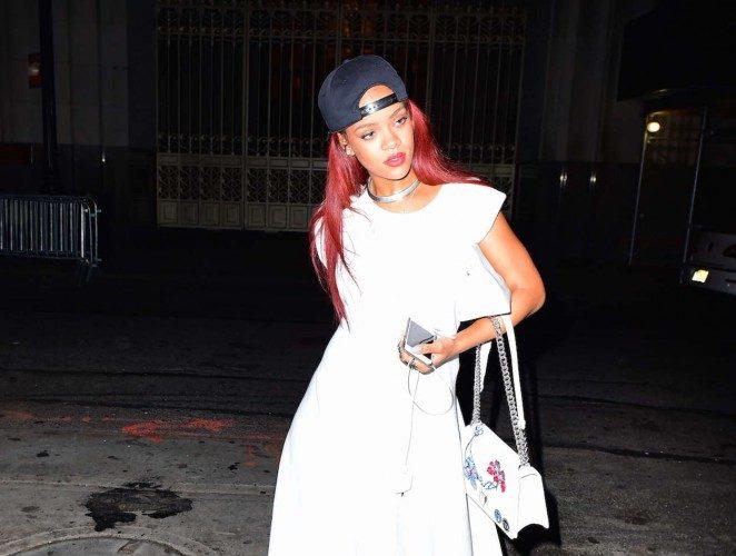 Rihanna-in-Long-Dress-08-662×831