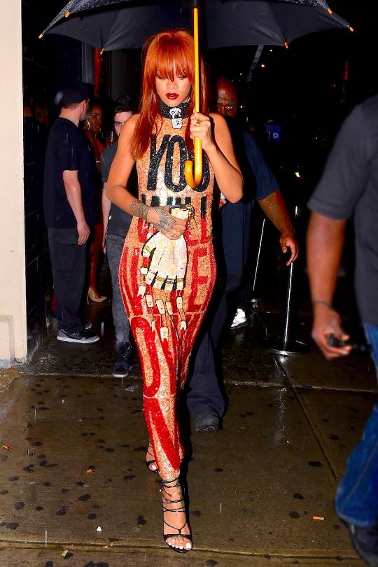 Rihannas-Esquelito-Club-Discount-Universe-I-Will-Never-Fear-You-Sequined-Dress