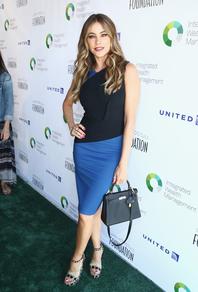 sofia-vergara-in-roland-mouret-at-the-6th-annual-los-angeles-golf-classic
