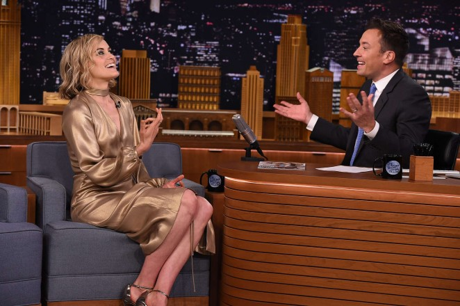 taylor-schilling-georgine-tonigth-show-starring-jimmy-fallon