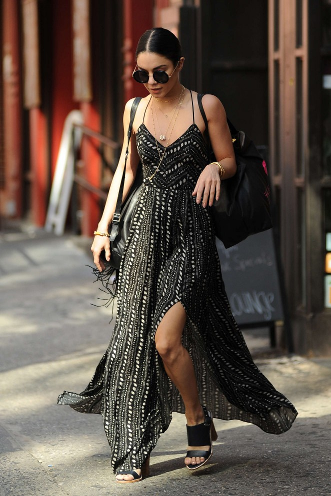vanessa-hudgens-in-ecote-out-in-new-york-city