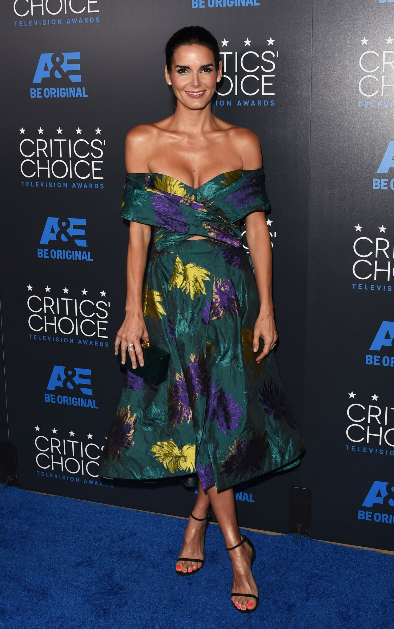 angie-harmon-in-christian-siriano-at-the-2015-critics-choice-television-awards