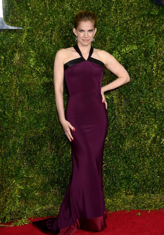 anna-chlumsky-2015-tony-awards-in-new-york-city_