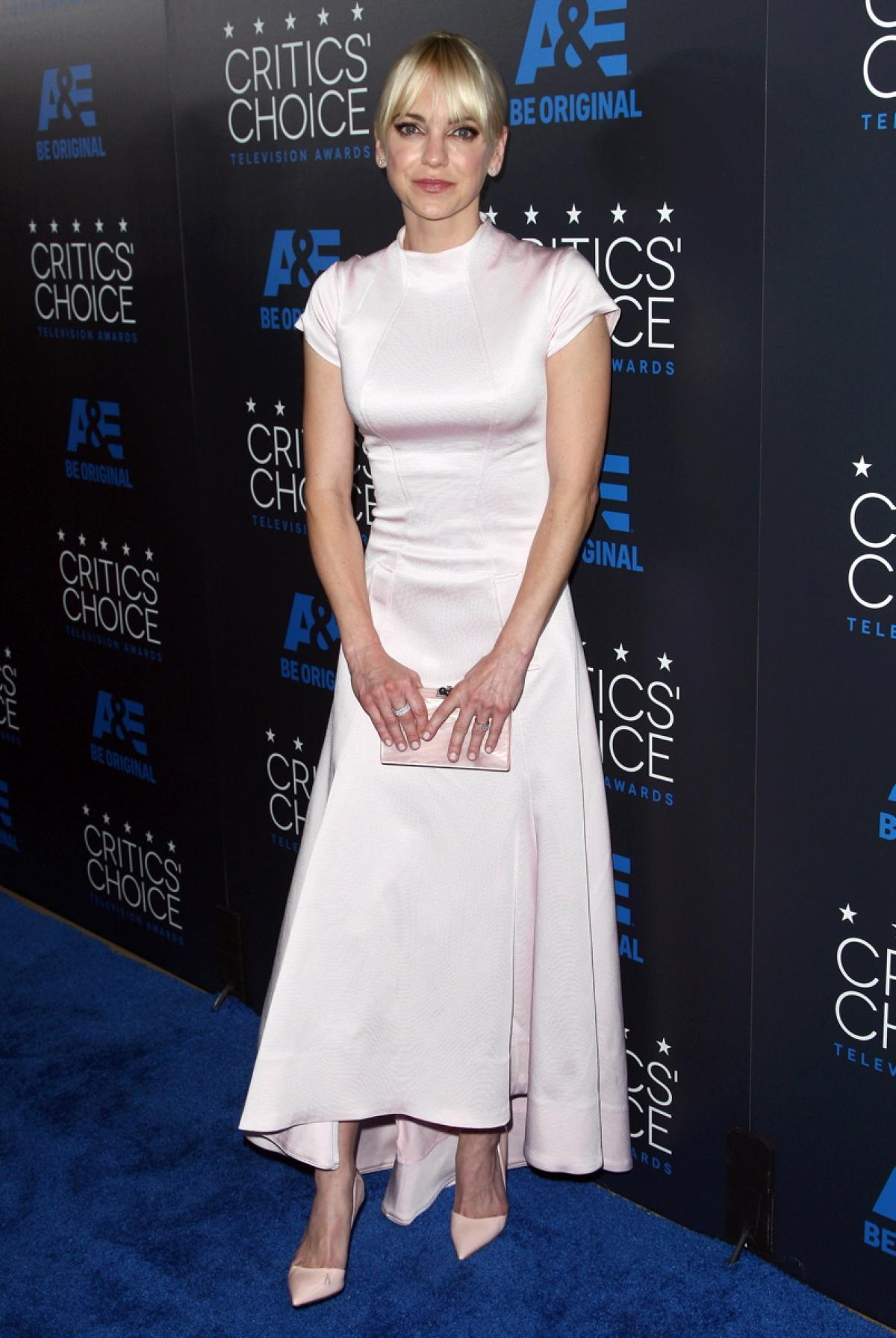anna-faris-at-5th-annual-critics-choice-television-awards-in-beverly-hills_1