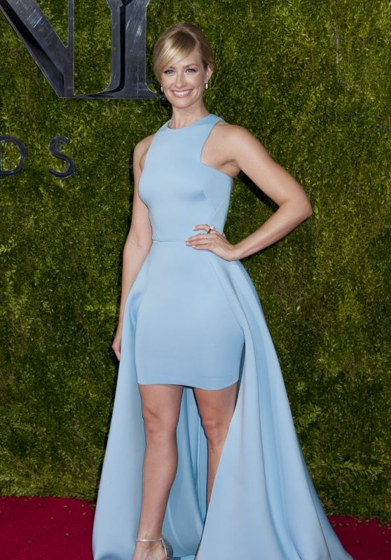 beth-behrs-on-red-carpet-2015-tony-awards-in-new-york-city_1_thumbnail
