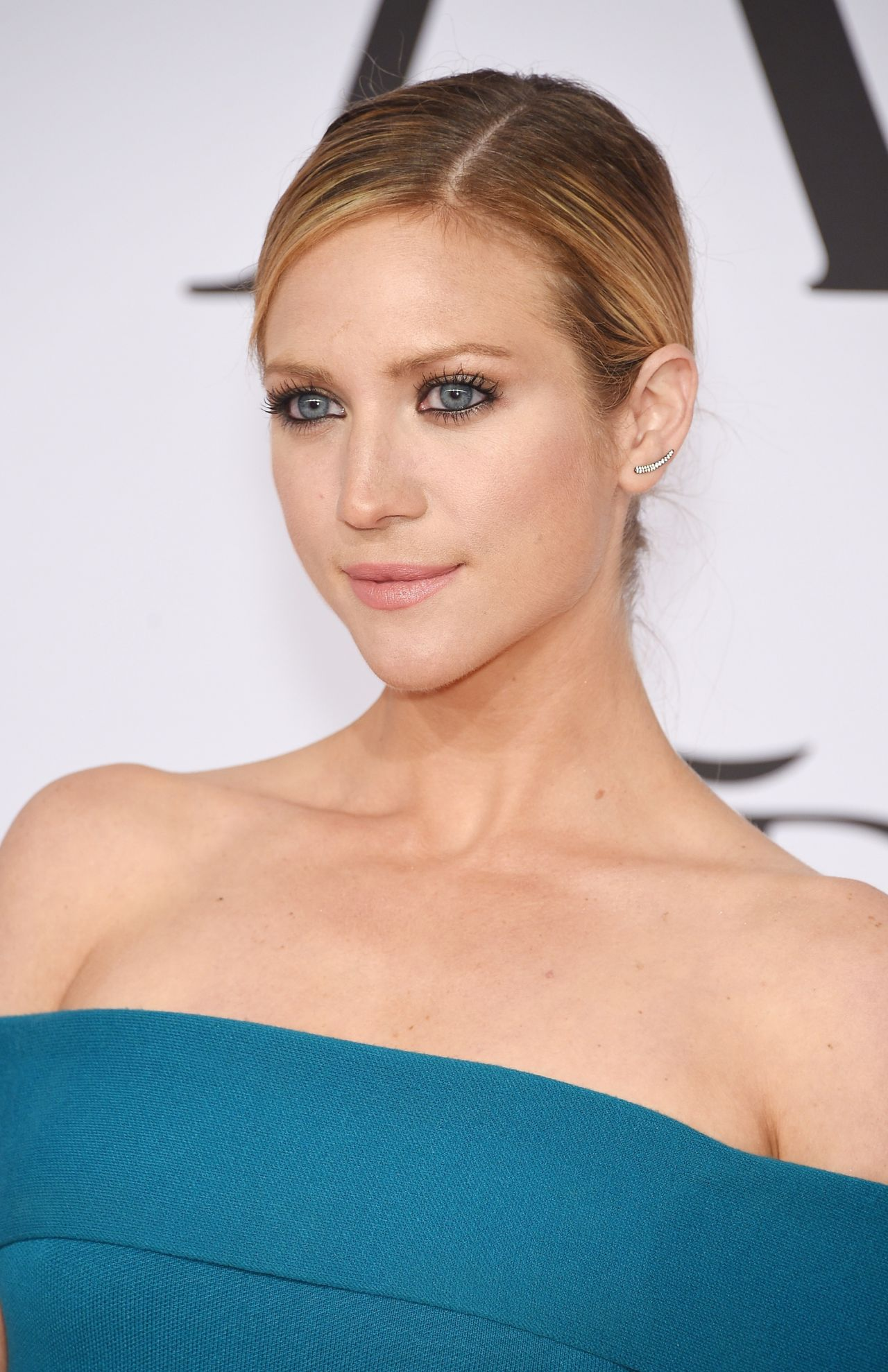 brittany-snow-2015-cfda-fashion-awards-in-new-york-city_5