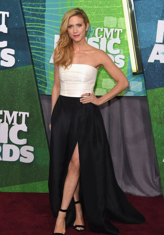 brittany-snow-2015-cmt-music-awards-in-nashville_1_thumbnail