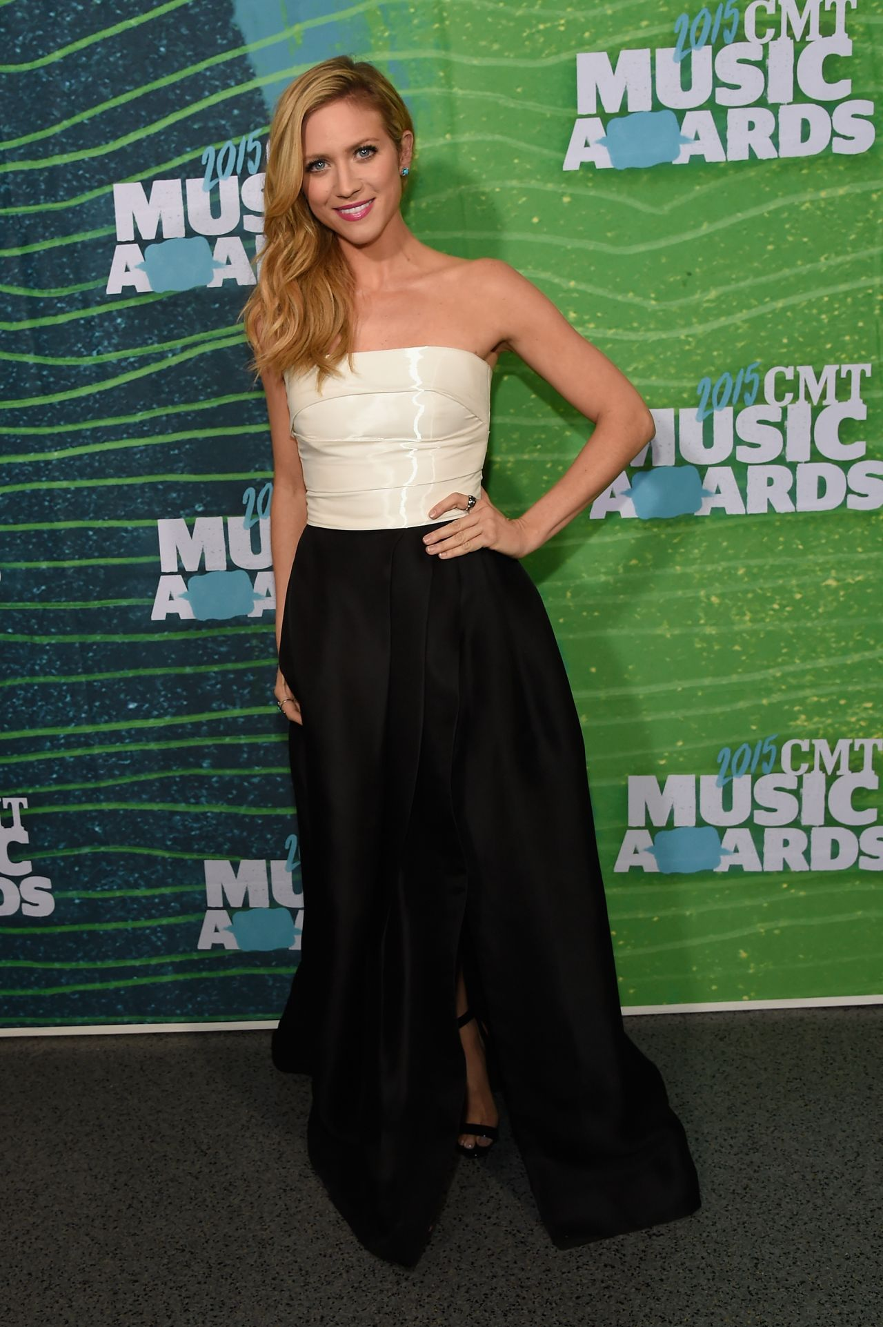 brittany-snow-2015-cmt-music-awards-in-nashville_