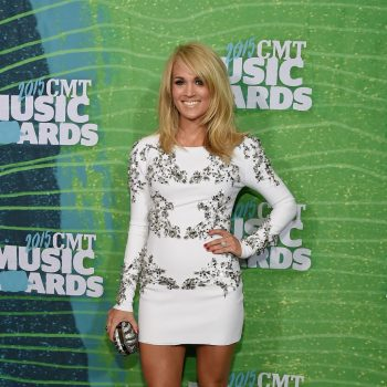 carrie-underwood-2015-cmt-music-awards-in-nashville_3