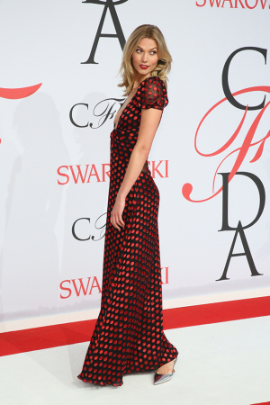 karlie-kloss-in-diane-von-furstenberg-at-the-2015-cfda-fashion-awards