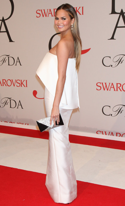 Chrissy- Teigen -in- Solace- London- at- the -2015- CFDA -Fashion- Awards