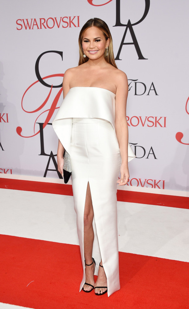 chrissy-teigen-2015-CFDA-Fashion-Awards-Inside-Arrivals-